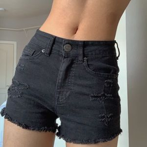 🖤 THE CUTEST black booty shorts